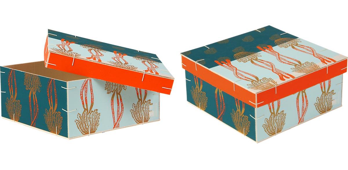 Boîte carrée avec couvercle coiffant cadeaux